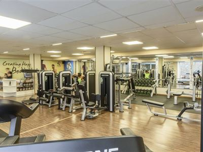 https://www.hotelrhifach.com/tools/thumbscrop.aspx?p=/images/content/1/c3761_gym_plaza-6_0.jpg&sw=400&sh=300