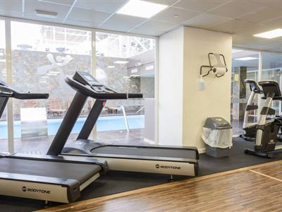 https://www.hotelrhifach.com/tools/thumbscrop.aspx?p=/images/content/1/c3765_gym_plaza-1_0.jpg&sw=400&sh=300